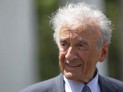 """Un supravieţuitor al Holocaustului: """"Elie Wiesel nu este deţinutul A-7713"""""""