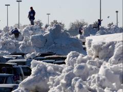 Stare de urgenţă în SUA: Viscolul şi căderile masive de zapadă au ucis 13 oameni