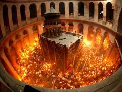 Povestea aprinderii miraculoase a Sfintei Lumini în Sâmbăta cea Mare a Sfintelor Paşti la Ierusalim