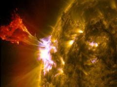 Imagini SPECTACULOASE: NASA a surprins o FLACĂRĂ SOLARĂ URIAŞĂ! Soarele, la apogeul perioadei sale de activitate (VIDEO)