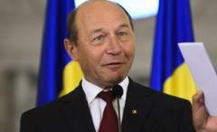 NOAPTEA MINȚII: Traian Băsescu scrie pe Facebook că s-a mutat în PALATUL Scroviştea, dar tot într-o cameră doarme
