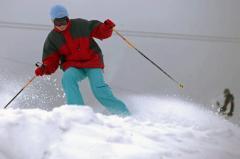 """Vâlcea: """"Autobuzele zăpezii"""" vor circula în această iarnă pe Valea Lotrului spre Transalpina Ski Resort"""
