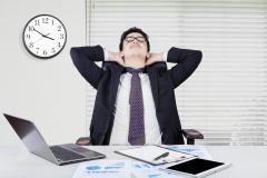 Angajaţii statului, sufocaţi cu sporuri salariale în lipsa criteriilor de performanţă
