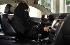 Veste șoc! Femeile din Arabia Saudită vor putea conduce motociclete şi camioane