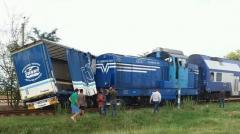 Accident între un tren şi un TIR. Traficul feroviar pe relaţia Craiova - Calafat a fost întrerupt