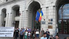 Protest în faţa Ministerului Mediului al locuitorilor afectaţi de mirosurile de la groapa de gunoi de la Chiajna