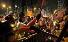Soldaţii chinezi au făcut curat pe străzile din Hong Kong