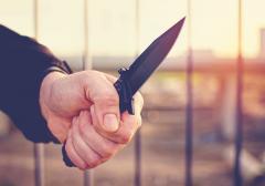 Consilier PNL, atacat cu topoare şi cuțite de clanul Iordan. Poliţiştii au reținut o persoană suspectă