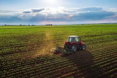 Fermierii care se implică în combaterea schimbărilor climatice vor primi venituri suplimentare