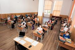 Argeş: 21 de elevi, trei cadre didactice şi o secretară de la 19 unităţi de învăţământ, confirmaţi cu COVID-19