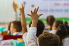 Elevii critică noua structură a anului școlar 2021-2022. Ei se plâng că nu a existat o dezbatere publică