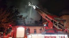 Incendiu puternic la o casă din Sectorul 5 al Capitalei. Opt autospeciale intervin