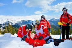 Buşteni: Cei doi turişti blocaţi în zăpadă au fost recuperați