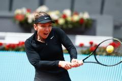 Simona Halep, eliminată de la Madrid Open după un meci epuizant