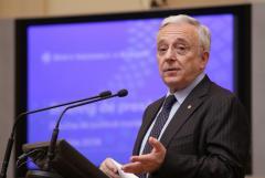 Isărescu: Mesajul principal şi permanent al BNR este de parteneriat durabil şi robust cu Banca Naţională a Moldovei