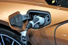 Preţurile combustibililor au atins recorduri absolute în Ungaria