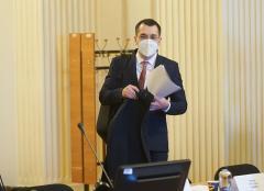 Vlad Voiculescu, atac la premier: Vaccinarea a plecat cu șireturile legate de esențiali și s-a înecat în campania lui Cîțu