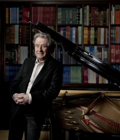 Rudolf Buchbinder revine pentru a treia oară pe scena Festivalului Enescu. Marele pianist o înlocuiește pe Khatia Buniatishvili