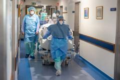Mai mulți pacienți cu COVID-19 sunt transferați în Polonia