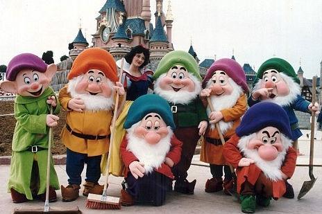 Alb Ca Zpada I Cei 7 Pitici Au Intrat N Grev Angajaii Disneyland Paris Sunt Nemulumii