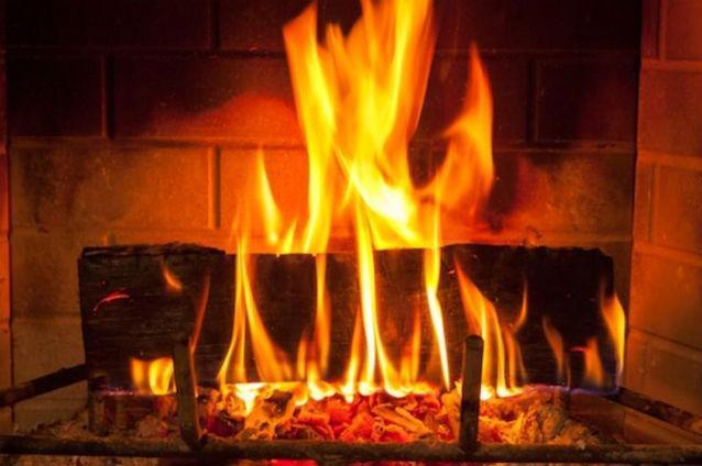 Fascinanta televiziune norvegiană. 12 ore de imagini cu focul arzând în şemineu