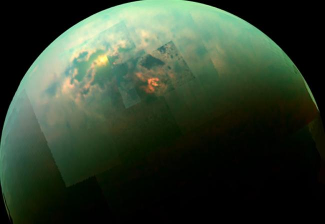 IMAGINE FABULOASĂ. NASA a surprins REFLEXIA SOARELUI pe Titan, cel mai mare satelit natural al planetei Saturn (VIDEO)