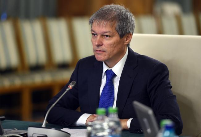 Un serviciu secret l-ar fi interceptat ilegal pe Dacian Cioloș