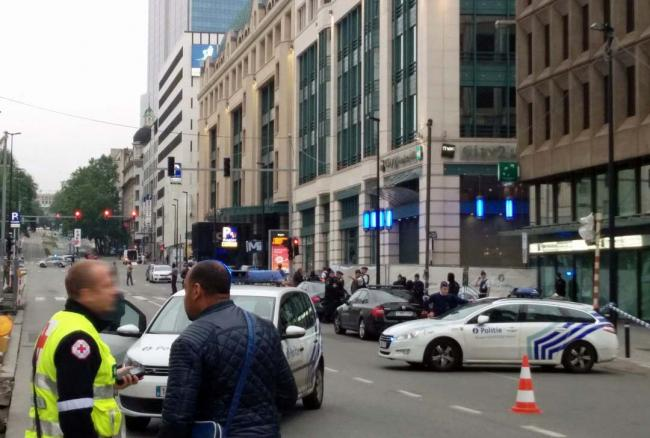 Belgia: ALERTĂ cu BOMBĂ la un centru comercial din Bruxelles; un suspect a fost reţinut
