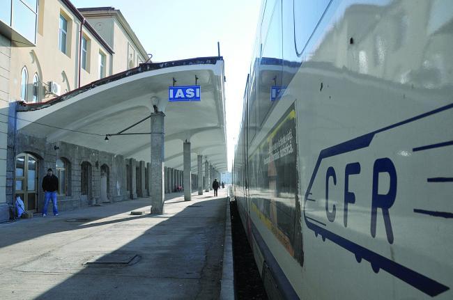 """""""La famiglia"""" se tot lipește de banii CFR Iași"""