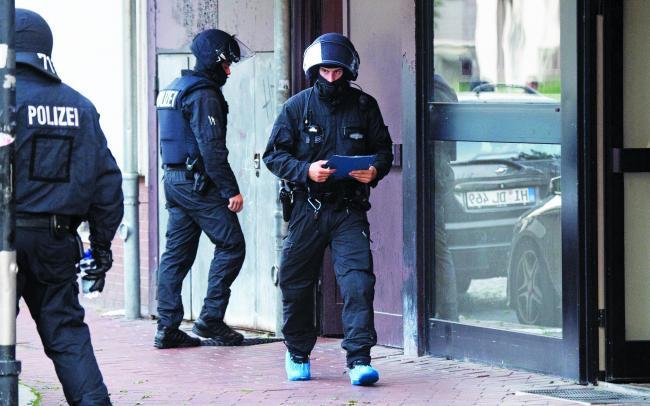 Forțele speciale din Germania iau cu asalt ascunzătorile jihadiștilor din țară