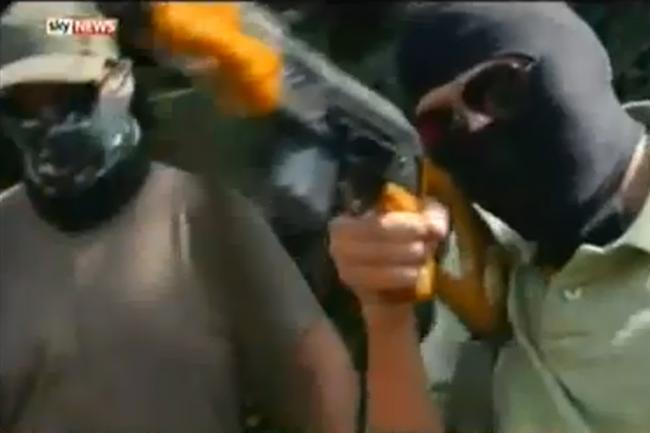 """""""Traficanții"""" de arme din reportajul Sky News, ridicați de DIICOT. Toți sunt vânători"""