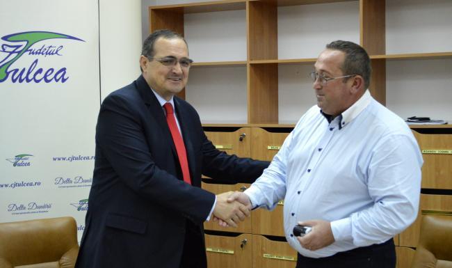 Director de la Agricultură, întreţinut cu zeci de mii de euro de nepotul poliţist