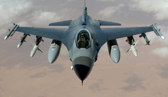 Cioloş şi Motoc - la Feteşti, la ceremonia prilejuită de sosirea în ţară a primelor avioane F-16