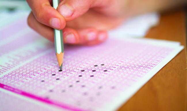 Directorii de școli sunt evaluați de analfabeți