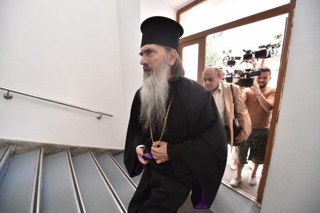 Premieră. Arhiepiscop sub control judiciar, pentru fraudă de 400.000 euro