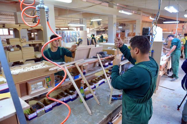 Surpriza sindicatelor pentru noul guvern: salariul minim de 2.200 lei