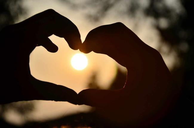 Yoga în cuplu sau cum să reaprindem pasiunea în relaţie!