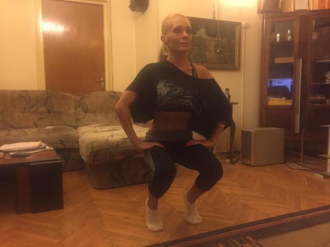ExerciÈ›iul minune pentru abdomen, fund È™i picioare. 1 singur minut, il poÈ›i face oriunde
