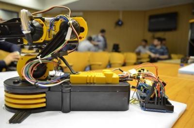 Studenții, sprijiniți prin donații, pentru a crea tehnologie de ultimă generație