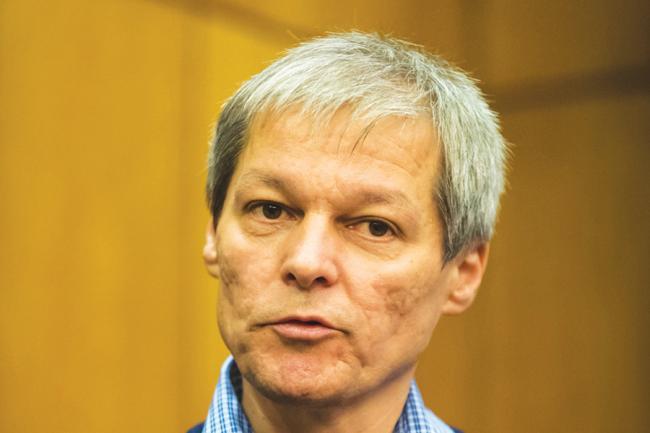 Dacian Cioloş îşi face partid, dreapta se fărâmiţează