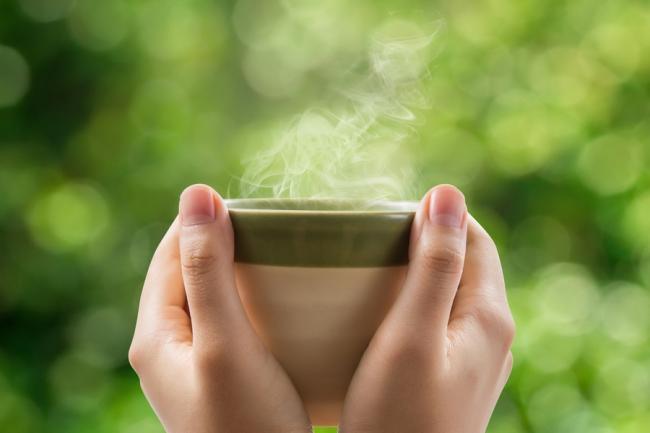 Studiu: O cana de ceai pe zi È›ine demenÈ›a departe, la batraneÈ›e