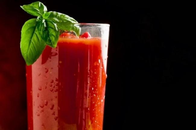 Incredibil: cocktailul Bloody Mary te vindeca de mahmureala. Afla È™i tu uimitoarea reÈ›eta