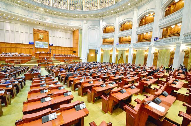 Deputaţii au votat salarii mai mari de la 20% până la 25%
