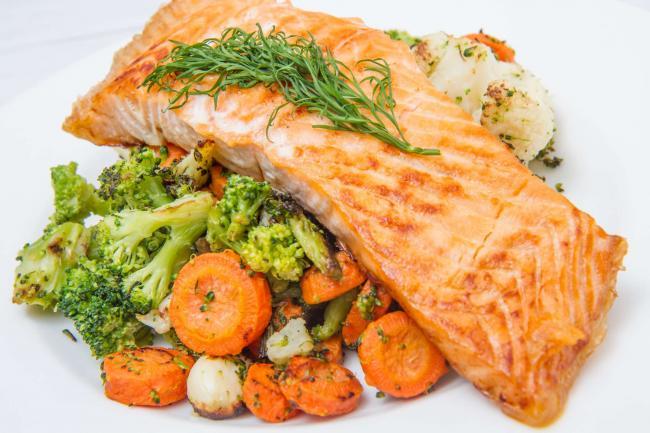Cinci alimente care iÈ›i protejeaza ochii, in afara de morcovi