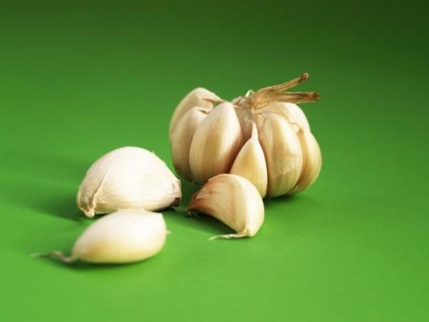 Ceapa È™i usturoiul, alimentele-minune pentru parul tau
