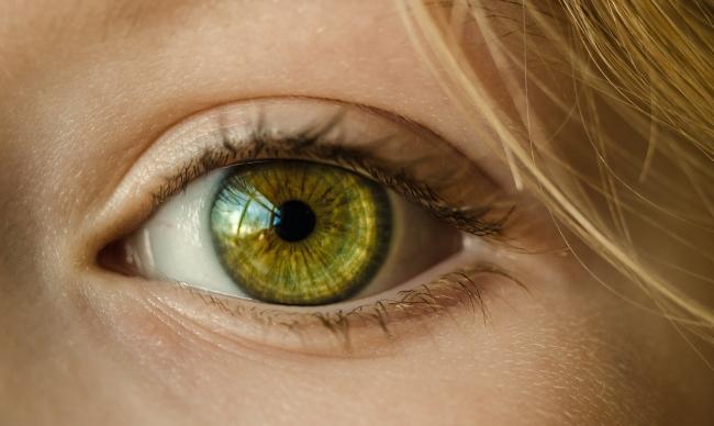 Cum sa combaÈ›i pungile de sub ochi in mod natural