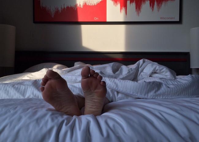 Te-ai trezit vreodata din somn fara sa te poÈ›i miÈ™ca? Exista o explicaÈ›ie È™tiinÈ›ifica!