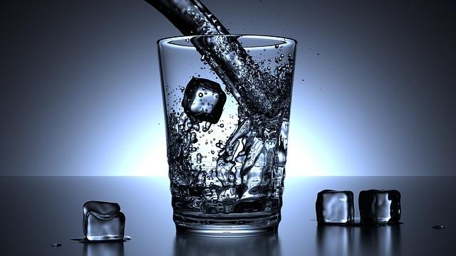 Incredibil! Cine si-ar fi imaginat asa ceva despre apa minerala!