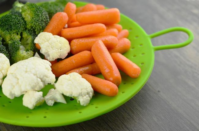 10 alimente care au mai puÈ›in de 50 de calorii la 100 g. Adica mai nimic