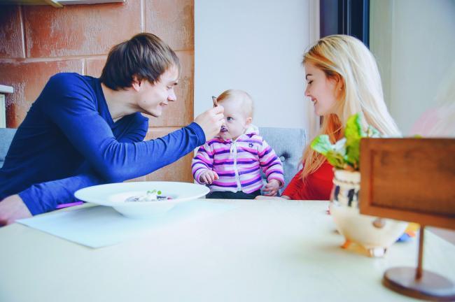 Ce trebuie sa manance un copil in primii trei ani de viaÈ›a